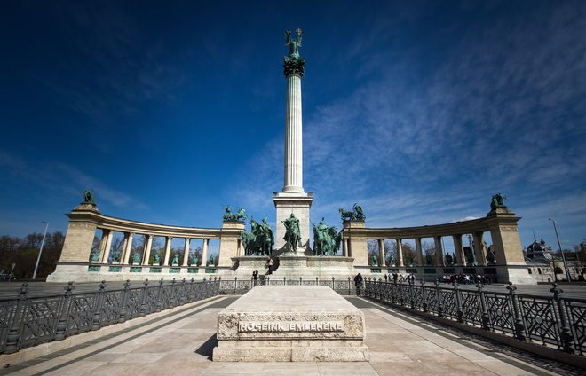 "Budapest, capital of Hungary, Cenotaph dedicated ""To the memory of the heroes who gave their lives for the freedom of their people and their national independence"""