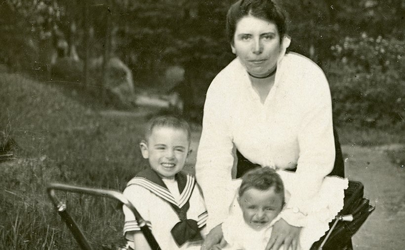 tmuna-My baby maternal grandfather with his mother Hedwig who was murdered during the Holocaust & his older brother Gavriel (Eduard).