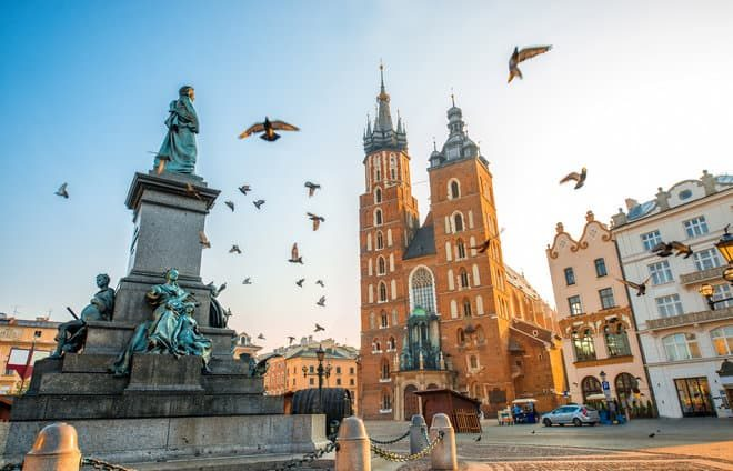 We will meet with the New Yorker who is reviving Jewish life in Krakow – Jonathan Orenstein, Director of the Krakow JCC.