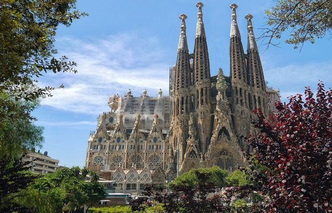 Discover Gaudi's unfinished masterpiece, La Sagrada Familia, a stunning uncompleted church in Barcelona.