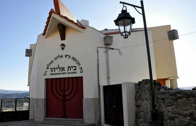 Stop at a local synagogue in Belmonte and meet with a representative of the local Jewish community for a conversation on the Anussim of Portugal.