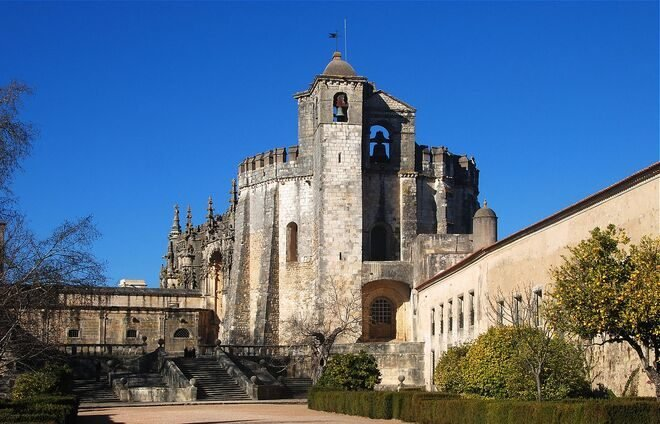 Discover the Convent of the Order of Christ in Tomar, originally a Templar stronghold built in the 12th century and one of Portugal's most important historical and artistic monuments. The Convent is a UNESCO World Heritage Site.
