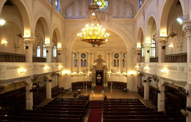 """Discover every little corner of the charming Jewish quarter of """"Once"""" in Buenos Aires, with its shops, synagogues, and commercial life. A stop at a local bakery for a snack is a must."""