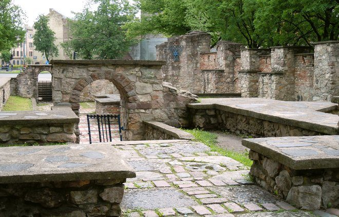 Stop at the Memorial of the Burnt Synagogue, site of the Great Choral Synagogue, destroyed by the Nazis on July 4, 1941.