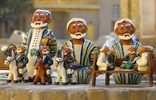 Participate in handcraft workshops and see firsthand how the local wooden sculptures and papier-mâché puppets are created.