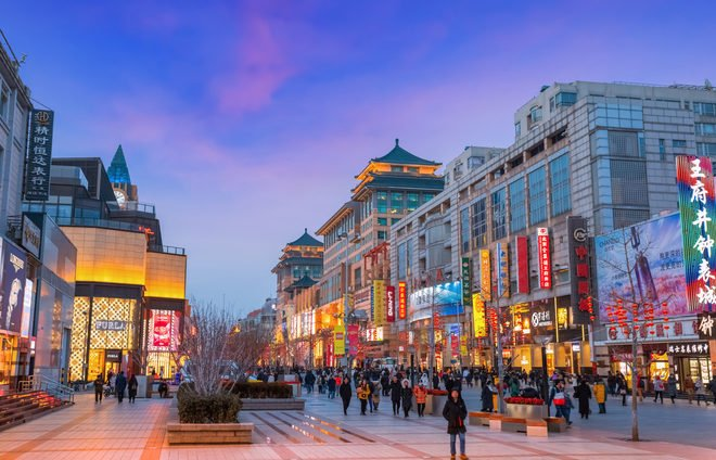 Discover the Wangfujing (Prince's Mansion Well) night market, located on one of Beijing's most famous shopping streets.