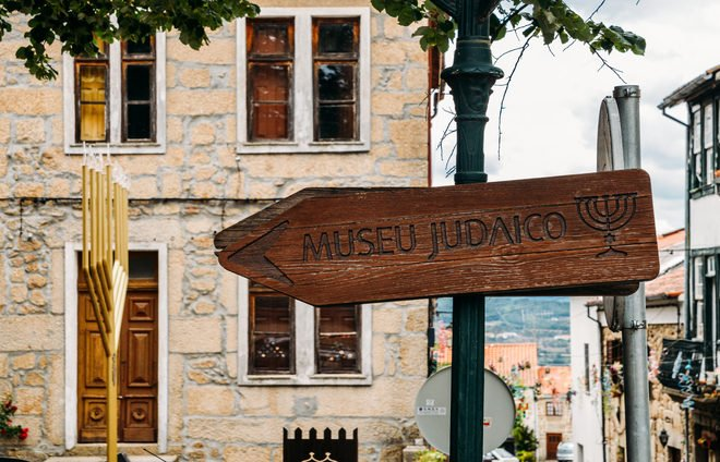 Check out the Jewish Museum in Belmonte, which highlights the fascinating history of the Belmonte Jewish community from the time of the Middle Ages.