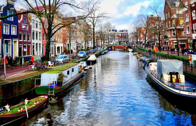 Take a relaxing boat cruise down the canals, and soak in the atmosphere.