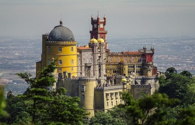 Experience the city of Sintra, the resort town of Portugal kings, perched high in the mountains.