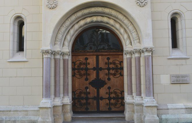 Visit Zagreb's Jewish community building and meet with leaders of the local Jewish community.